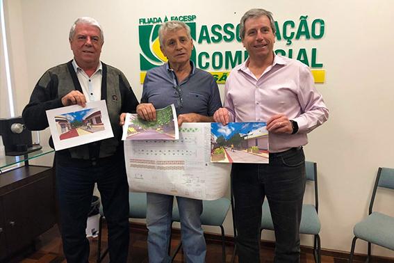 (dir. à esq.) Presidente da ACISC José Fernando DOmingues, secretário de Transporte e Trânsito Coca Ferraz e presidente do Sincomercio Paulo Gullo.